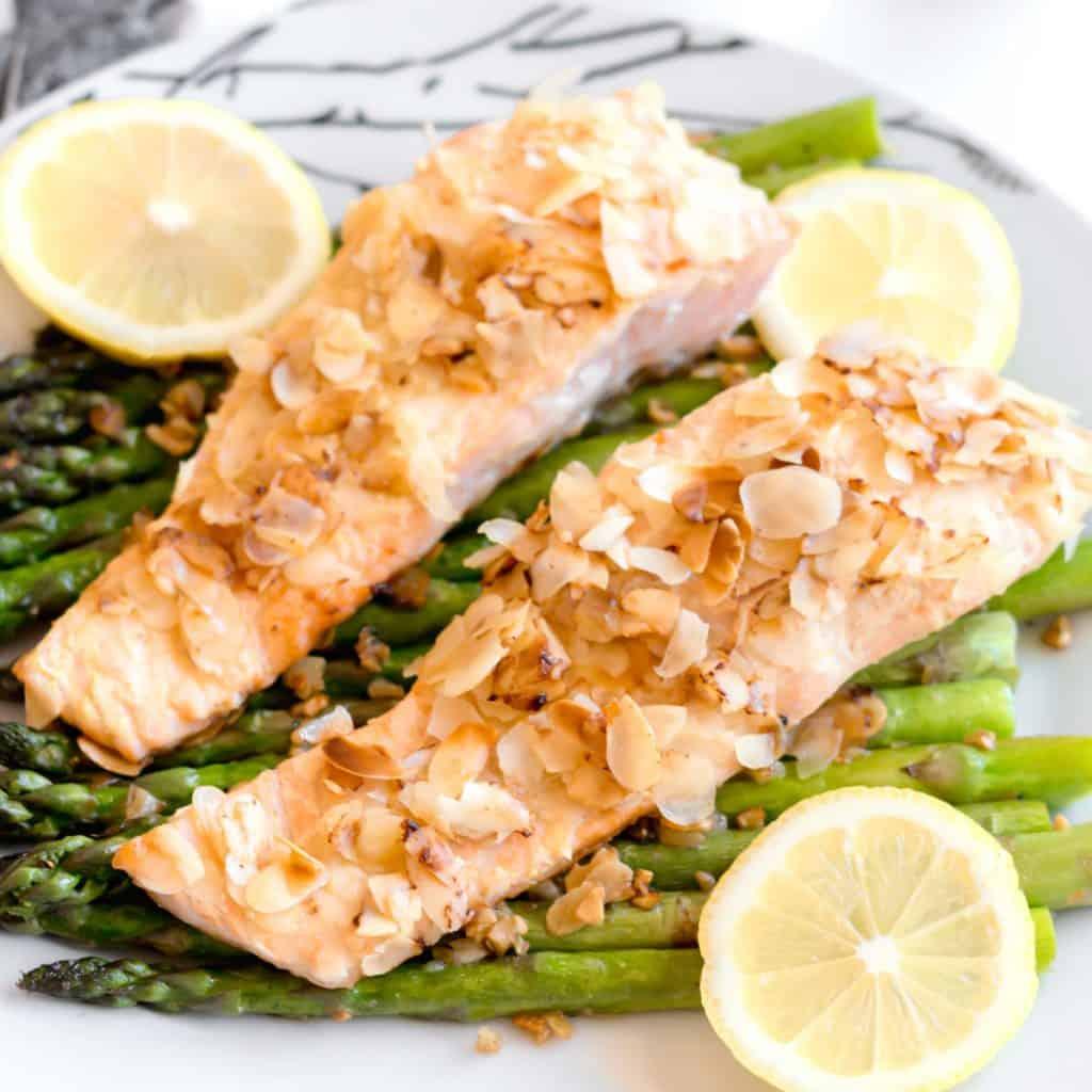 keto salmon aspargus recipe with almond crust